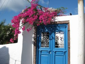 blue-door-in-santorini