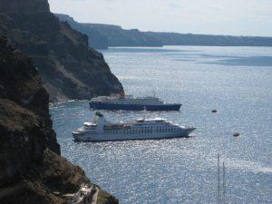 ships-at-santorini